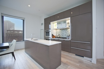 NO FEE! Stunning Corner 2 Bedroom 2 Bathroom with panoramic city & river views in FiDi!